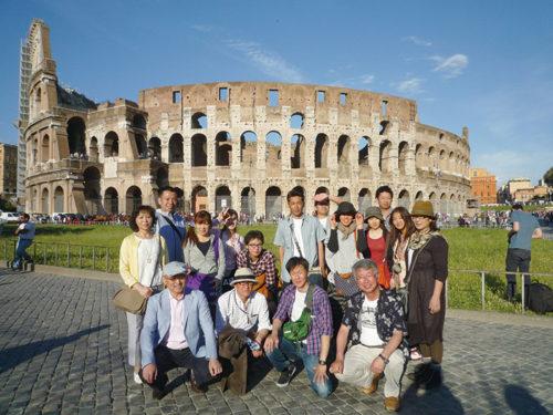 毎年実施している研修旅行。写真はイタリアとドイツを訪問した時のもの。